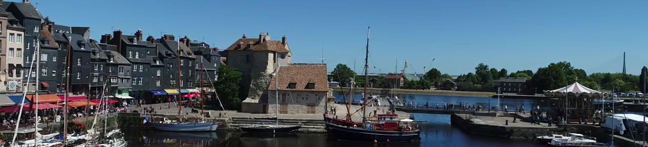La ville de Honfleur, dans le Calvados,souhaitait disposer d 'un site qui soit le reflet de son identité mais aussi, un réel outil de communication au 1